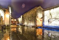 静谧绚丽的雨夜古镇