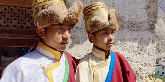 在康巴藏族人家做客