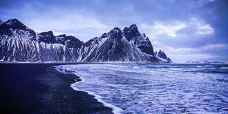 冰岛特有的黑色沙滩