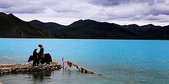 西藏圣湖羊卓雍措