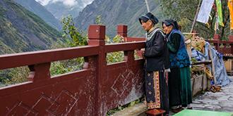 依山而建的藏族村寨