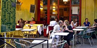 热爱露天咖啡的法国街头