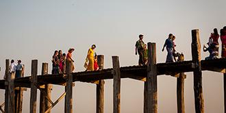 没钉子却矗立150年的木桥