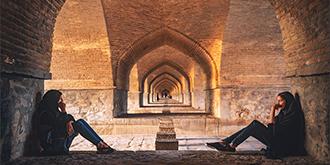 没有水流过的伊朗古桥