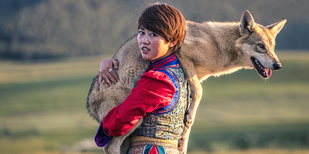 乌兰布统草原上的训狼姑娘