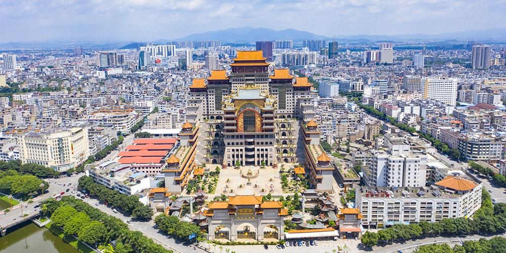 广西巨型宫殿