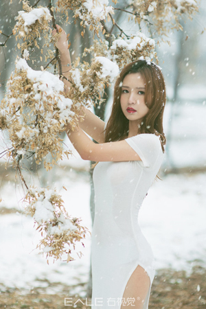 下雪天拍写真美丽冻人