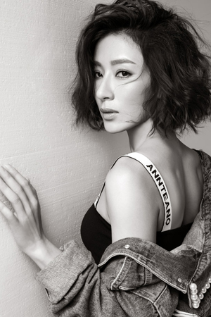 TVB花旦杨怡魅惑写真