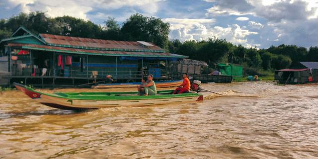 柬埔寨神奇的水上浮村