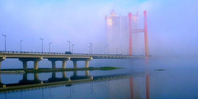 吉林今晨大雾如梦似幻