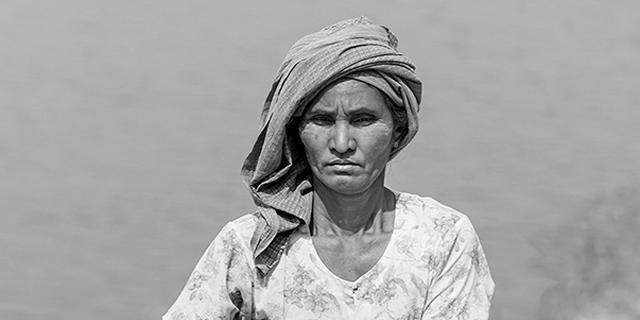 我镜头里缅甸的黑白人像