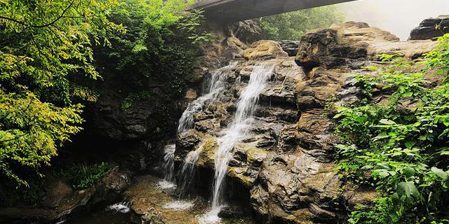大雨让樱桃沟再现飞瀑流泉