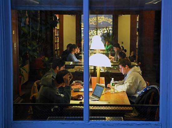 """留学生在中国""""留美""""中外合作办学或成最大赢家"""