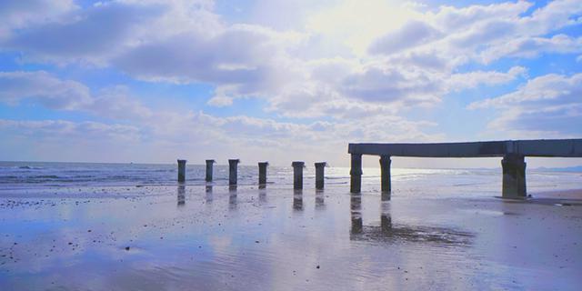 沙滩上的天空之镜