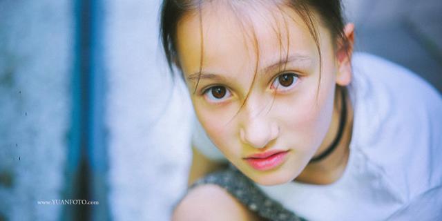 9岁混血小美女
