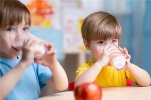 1岁以后,牛奶vs奶粉,怎么选,怎么喝?