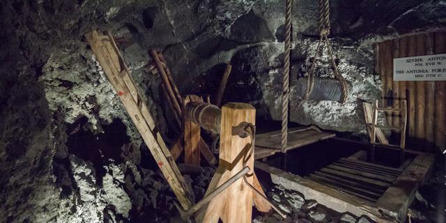 探秘地下100米的盐矿矿井
