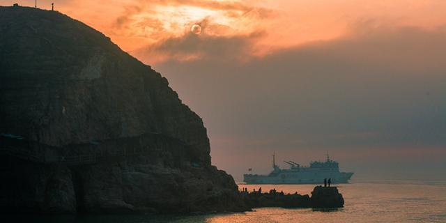 朝看黄海日出,暮观渤海日落