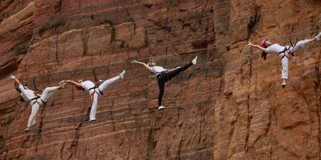 刺激!美女悬崖峭壁秀瑜伽