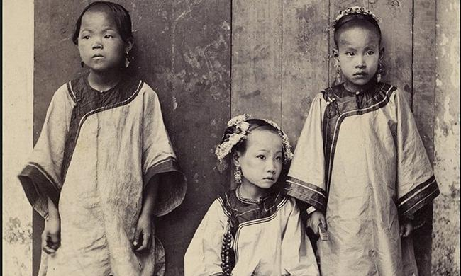 老照片:清末福建缠足的女孩子