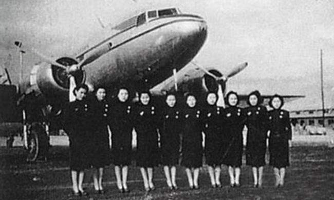 老照片:新中國成立初的第一批空姐