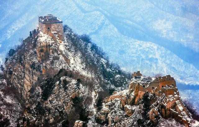 巍峨壮观,雪后长城犹如水墨丹青画卷