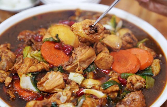 在韩国旧市场,吃同款网红美食安东鸡