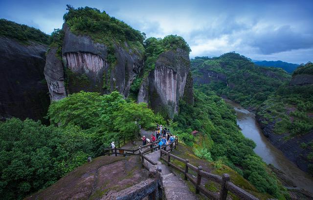 亚洲最大的一块石头,足有一千级台阶