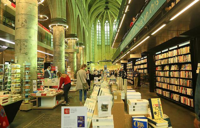 教堂书店:离上帝最近的世界最美书店
