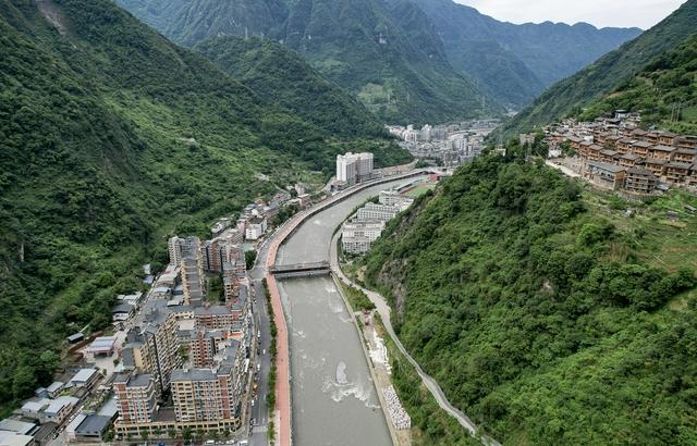 中国最窄的县城,两山夹峙十分险峻
