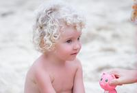 海滩上的洋娃娃