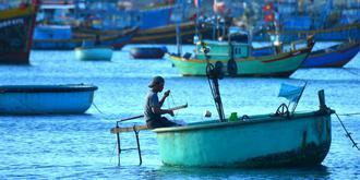 美奈渔村独特的猪萝船