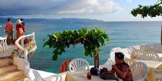 长滩岛奇特的悬崖餐厅