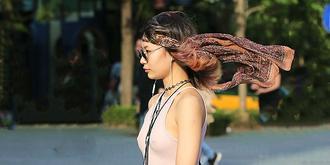 街拍:佩戴头饰的美女