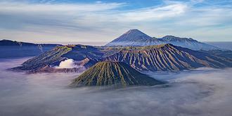 婆罗摩火山神奇的晨雾