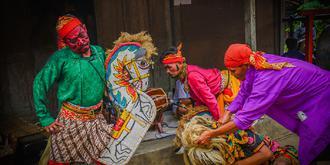 在印尼農村看傳統舞蹈表演