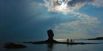 """青岛海边的""""象形石"""""""