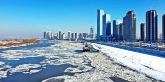松花江初冬跑冰排奇观