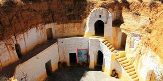 世界最大洞穴村落奇观