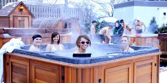 冰天雪地里泡温泉