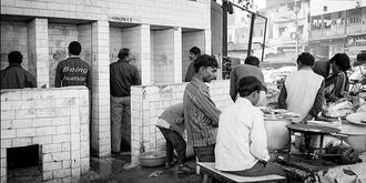 实拍印度街头的厕所
