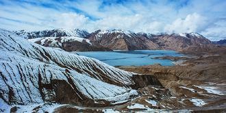 帕米尔高原上的冰湖