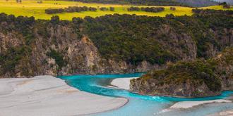 这是我见过最艳丽的河