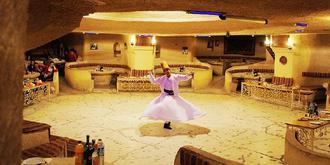 餐廳里的旋轉舞者