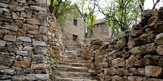 一座古老神秘的石头村