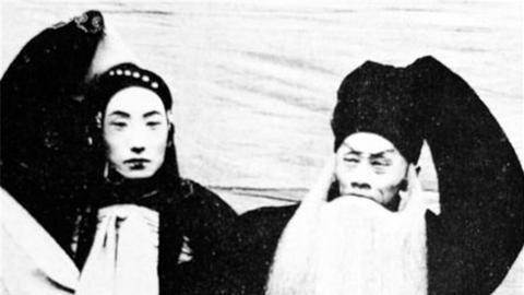 """百年前京城梨园""""饭圈""""如何捧角儿?"""
