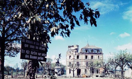 老照片:诺曼底登陆战后的疮痍景象
