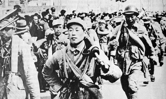 老照片:渡江战役中的壮观场面