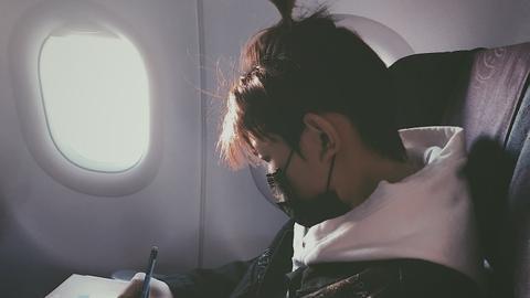飞机上也能玩手机了!但要注意些什么