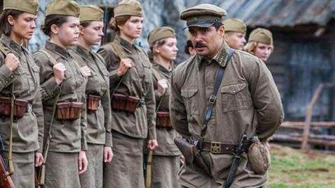 80万苏军女兵为什么穿着裙子作战?